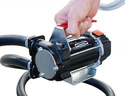 draagbare dieselpomp brandstofpomp verpompen locatie 12v, 24v 12v volt, accu kabels, accuklemmen, transfer dieselpomp, overhevelen, overpompen