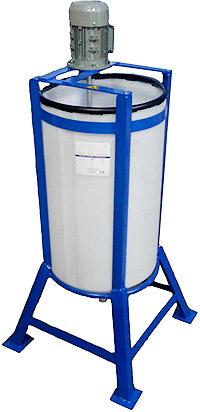 réservoir de dosage conique, cuve de mélange, réservoir agitation, cuve agitée, agitateur, cadre, réservoir de HDPE, réservoirs en plastique